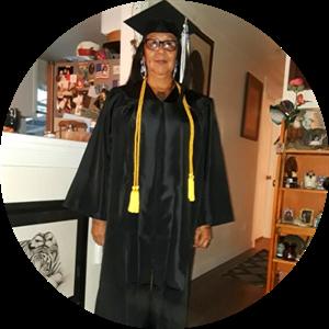 Vi Swiftcloud in graduation gown